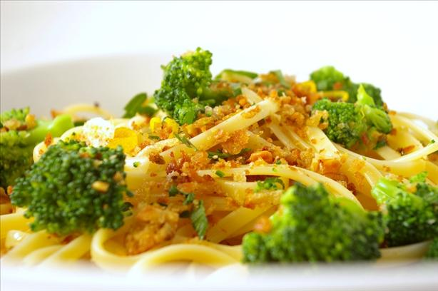 Broccoli and Walnut Spaghetti