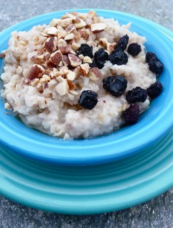 Oats and Almonds Topped With Blueberries (Vegan, Mingau De Aveia