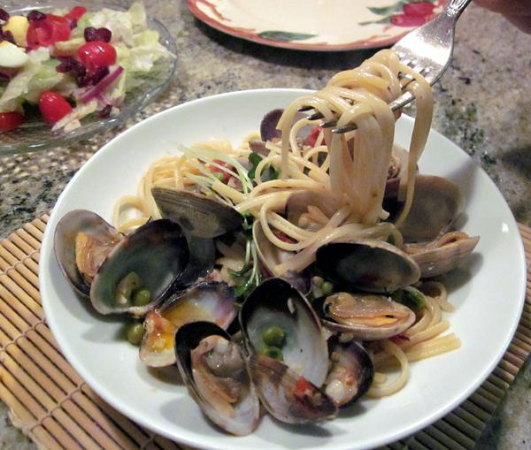 Linguine Con Vongole With Peas