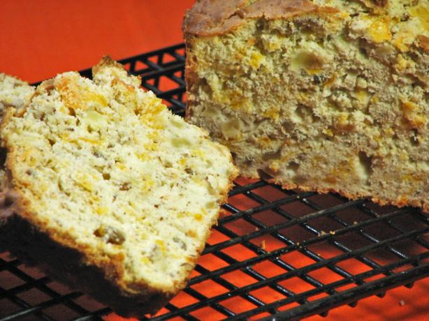 Cheddar-Apple Bread