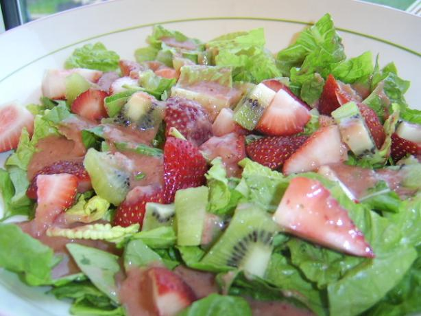 Greens With Strawberries and Kiwi (Ww)