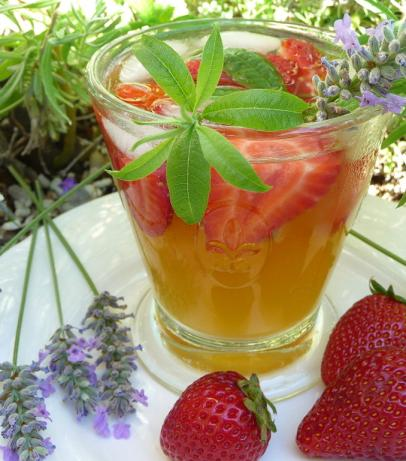 Strawberry and Lavender Pastis Spritzer