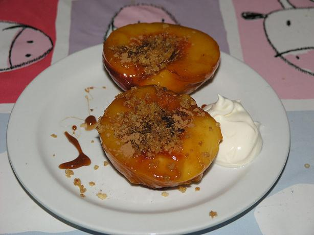 Fried Peaches With Honey, Cinnamon, Pistachio and Breadcrumbs