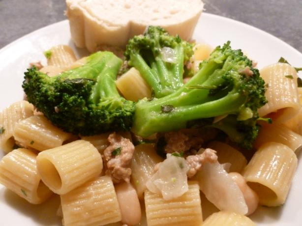 Easy Turkey Sausage, Broccoli, and Pasta