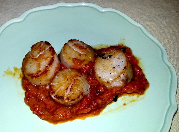 Grilled Scallops With Red Pepper Sauce
