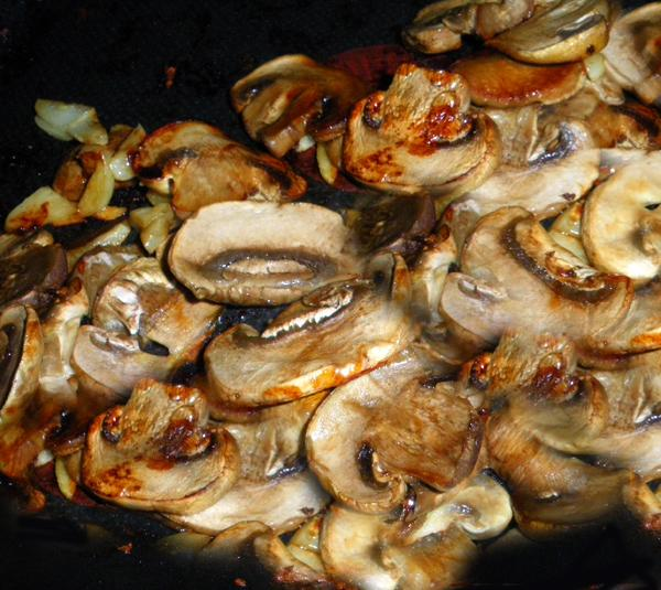 Champignons à L'ail (Garlic Mushrooms)
