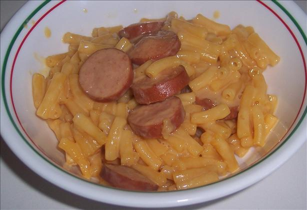 Macaroni and Cheese Hot Dog Skillet