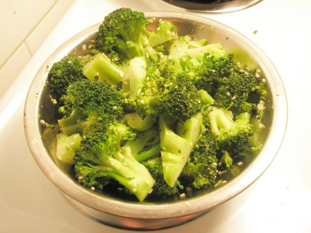 Broccoli With Sesame Seeds and Scallions