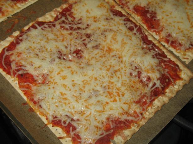Quick Matzo Pizza