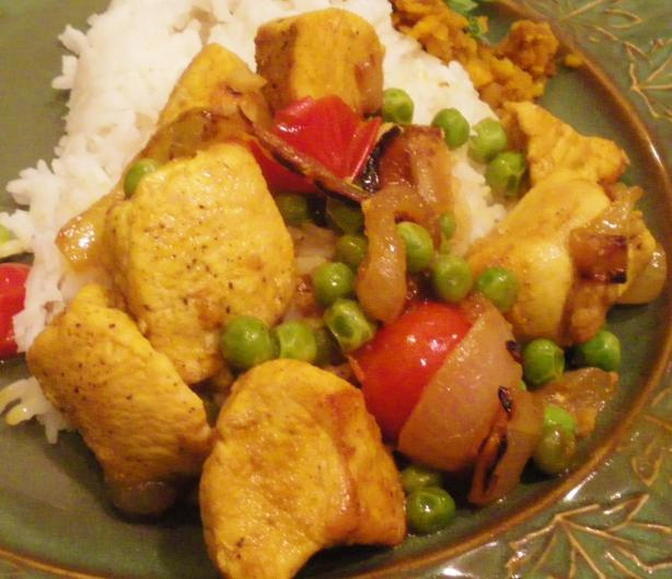 Quick Chicken Curry With Tomatoes and Peas