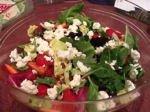 Ultimate Fabulous Baby Greens and Strawberry Salad!