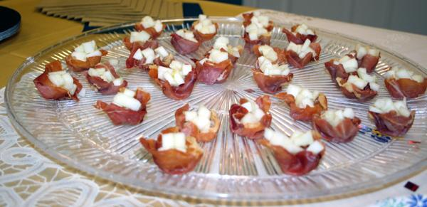 Prosciutto Cups With Apples and Lemon