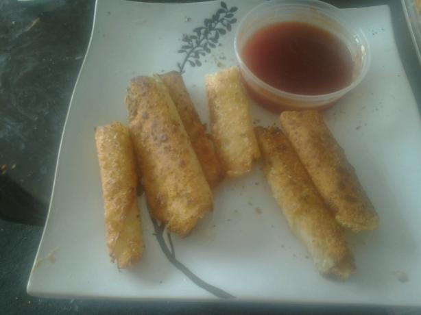 Egg Roll Mozzarella Sticks