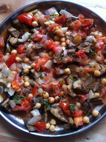 Musaka'a (Palestinian Eggplant Baked With Tomatoes and Chickpeas