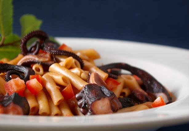 Htapodi Me Makaronaki Kofto (Stewed Octopus With Macaroni)