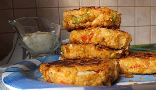 Slammin' Salmon Crunchy Cakes With Gayla Sauce
