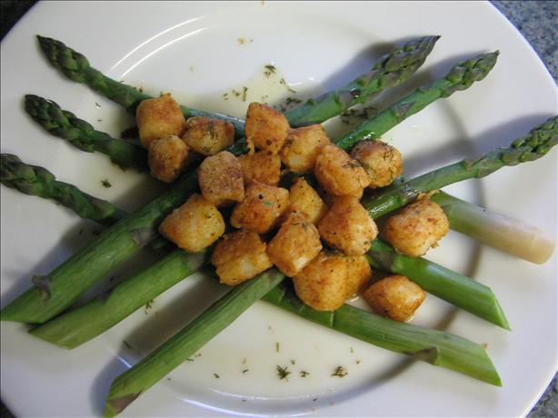 Scallops on Asparagus Spears With Wine Reduction