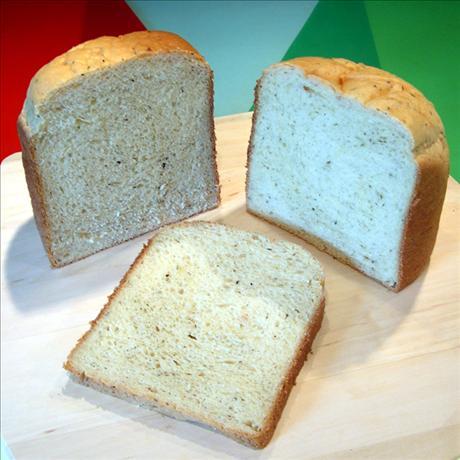 Black Pepper Onion Bread ( Breadmaker 1 1/2 Lb. Loaf)
