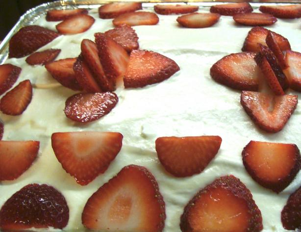 Strawberry Creamy-Dreamy Cake