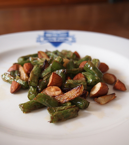 Fresh Garlic Green Beans with Olives