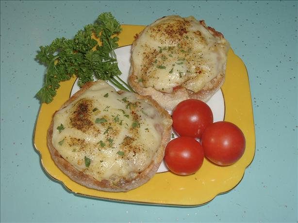 Interesting cheese-on-toast (Pizza toast)