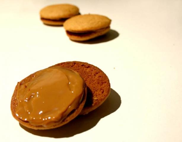 Peruvian Caramel Cookies