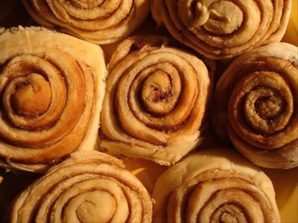 Copycat Cinnabon Rolls With Icing