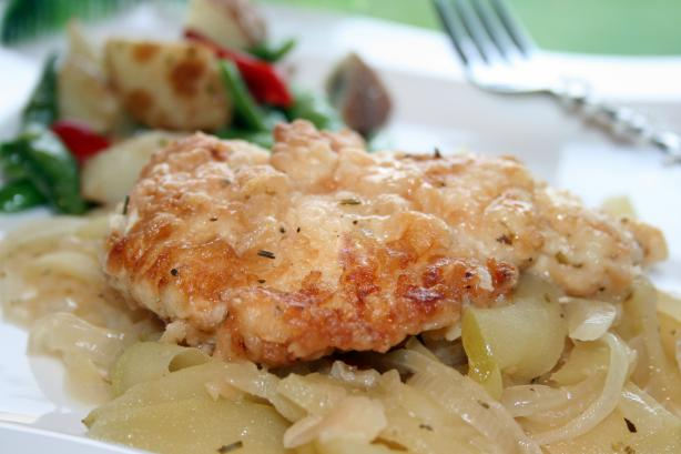 Sauced Chicken Breasts With Apples and Onions