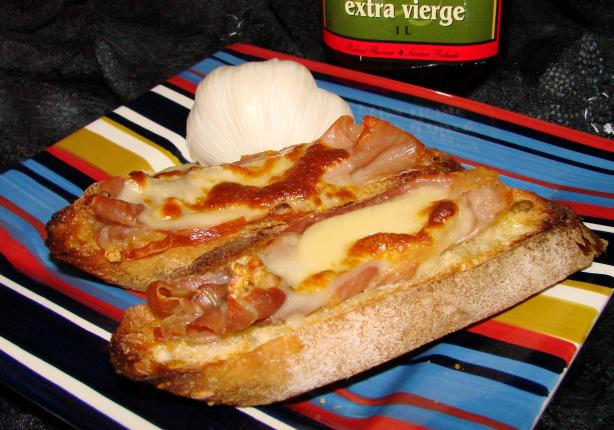 Grilled Bread With Ham and Mozzarella