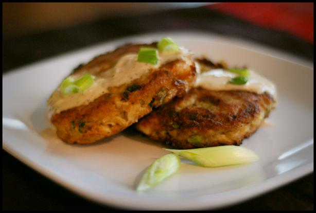 Crab Cakes With Lemon Garlic Aioli Sauce