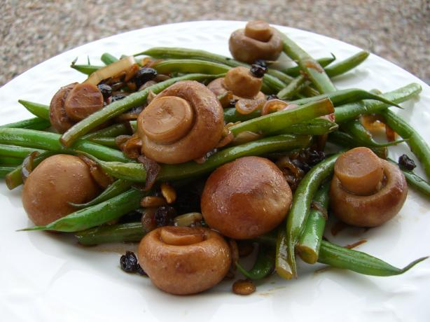 Haricots Verts With Mushrooms, Currants, and Sunflower Seeds