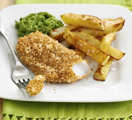 Crispy fish & chips with mushy peas