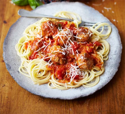 Cooking with kids: Spaghetti & meatballs with hidden veg sauce