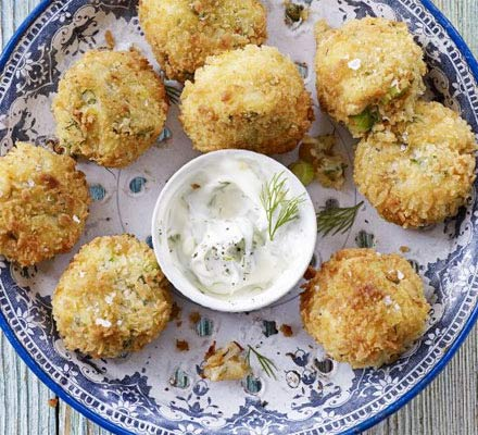 Crab cakes with dill mayonnaise