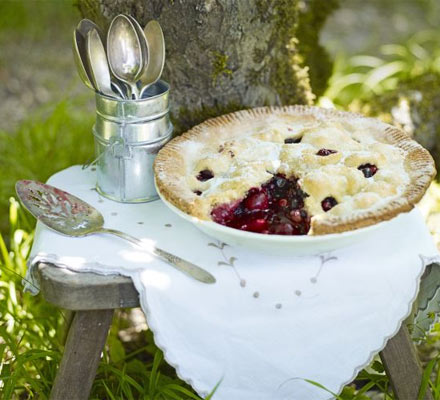 Summer berry pie