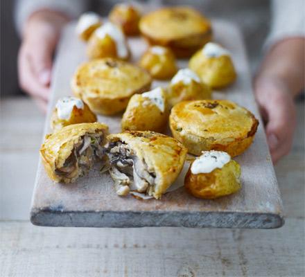 Mini creamy mushroom pies