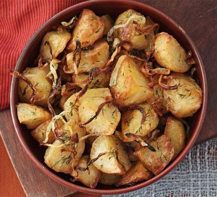 Crunchy potatoes with dill & onions