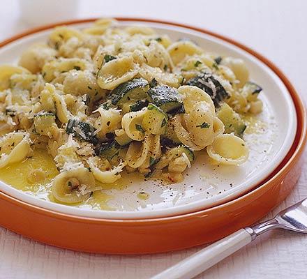 Courgette, basil & almond pasta