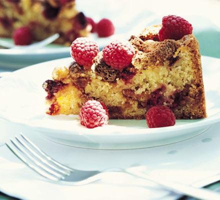 Raspberry & amaretti crunch cake