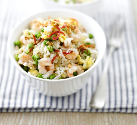 Egg fried rice with prawns & peas