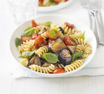 Roasted aubergine, tomato & basil pasta