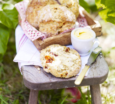 Sundried tomato soda bread baps