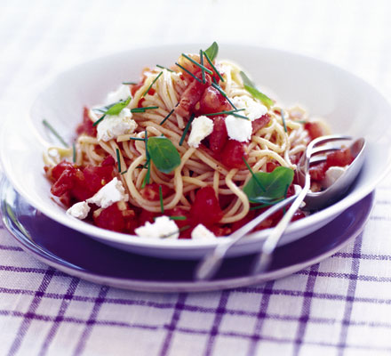 Spaghetti with 5-minute tomato sauce