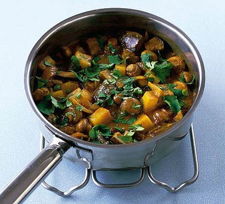 One-pot mushroom & potato curry