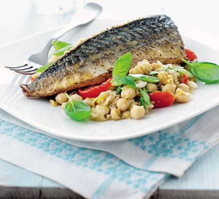 Basil & lemon chickpeas with mackerel