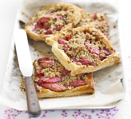 Rhubarb puffs with oaty streusel topping