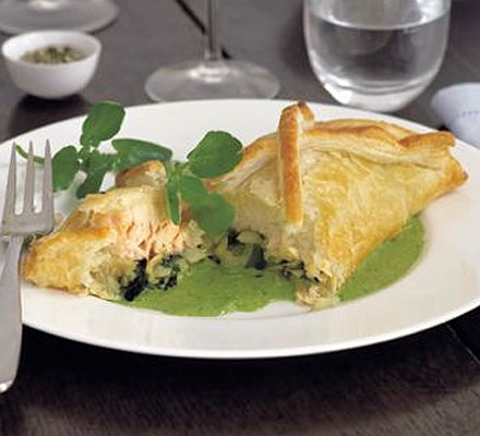 Salmon & fennel en croute with watercress sauce