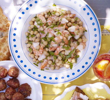 Prawn, chickpea & parsley salad