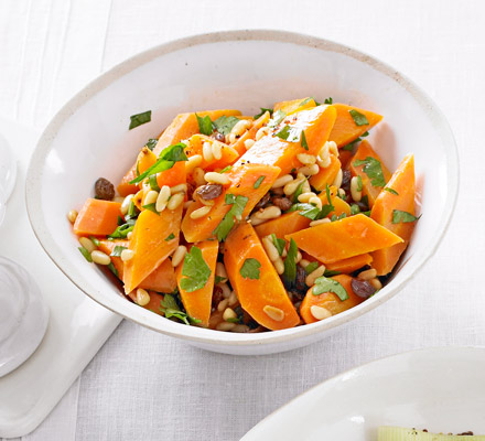 Carrots with pine nuts, raisins & parsley