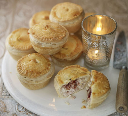 Mini turkey & cranberry pies